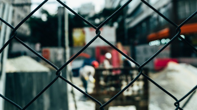 fence-secures-construction-area